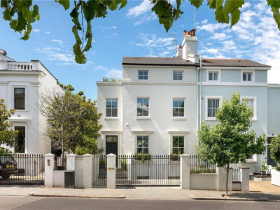 Unbroken Freehold period conversion comprising seven self-contained flats